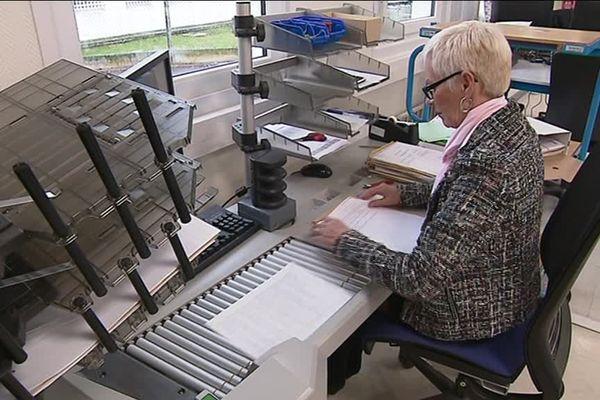 """""""Numen Services"""" numérise les cahiers citoyens à Chambray-lès-Tours (Indre-et-Loire)"""
