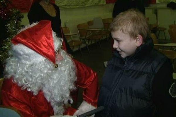 Les équipes médicales redoublent d'imagination pour que les enfants oublient la maladie pour fêter Noël