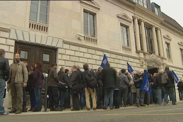 Manifestation des policiers devant le palais de justice de Besançon