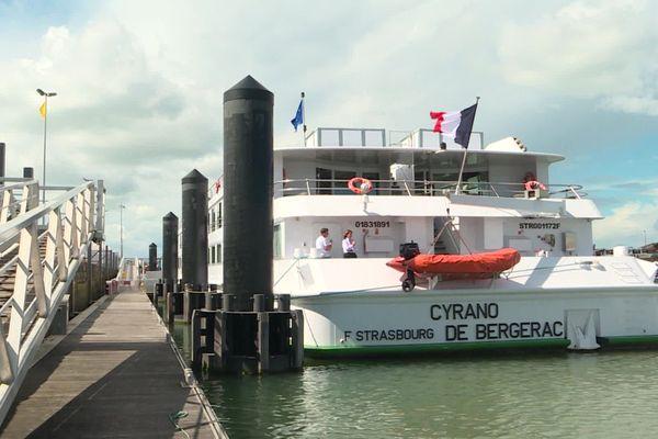 Le Cyrano de Bergerac est le premier bateau de croisière à accoster dans le port de Royan.