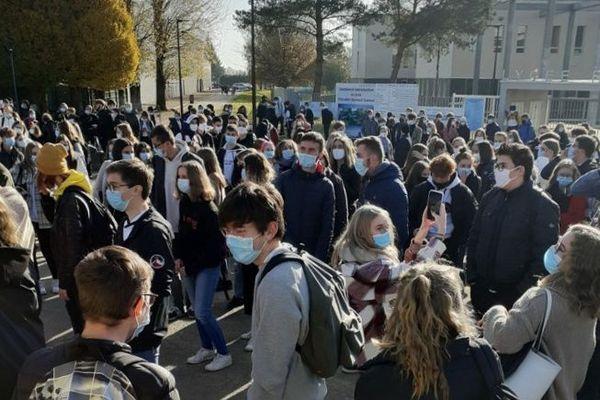 5 Novembre 2020 : mobilisation des élèves du lycée Raymond Queneau d'Yvetot (Seine-Maritime)