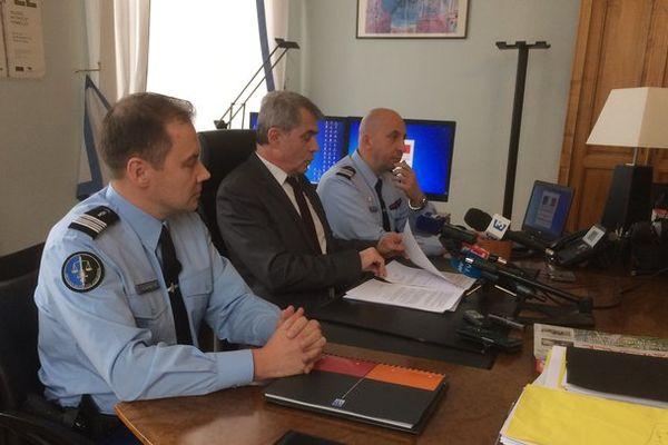 Ce jeudi 30 novembre, le procureur de Mulhouse (au centre) a donné une conférence de presse sur l'affaire des bébés morts de Golfingue.