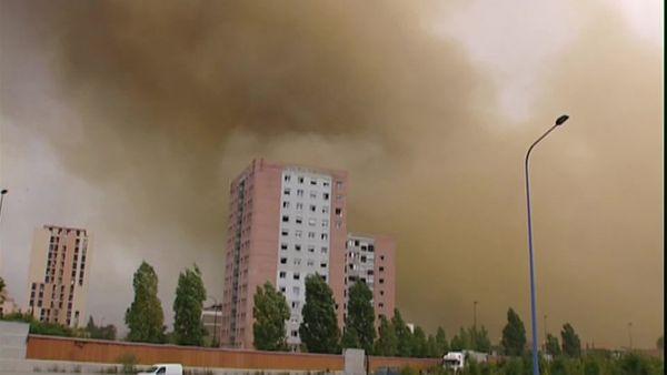 Un nuage orange s'est répandu dans le ciel toulousain peu après l'explosion de l'usine chimique d'AZF.