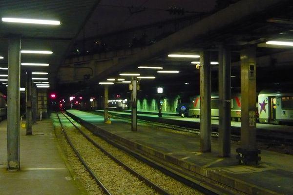 Quais de la gare de Rouen  / Archives