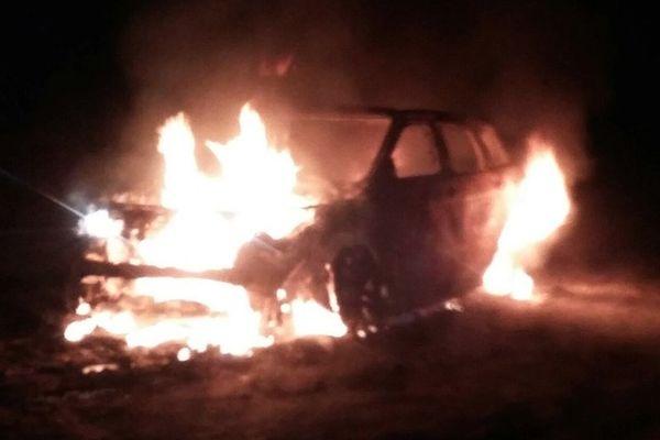 Voitures incendiées par un gang autoroutier