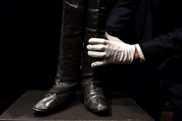 Napoléon 1er chaussait des bottes taille 40.
