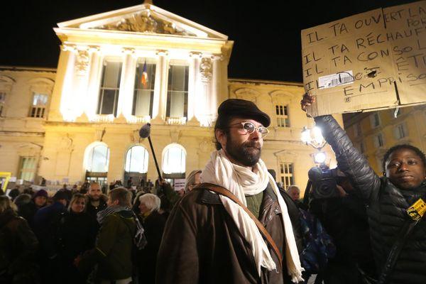 """""""Je le fais parce qu'il faut le faire"""": jugé à Nice pour avoir aidé des migrants près de la frontière franco-italienne, Cédric Herrou, 37 ans, a assumé mercredi ses actes."""