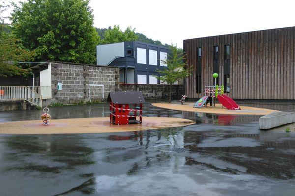 l'école élémentaire Camille Maumey de Cenon  prépare le retour des élèves après déconfinement.
