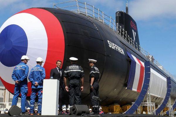 """Le Président de la République, Emmanuel Macron lors de la cérémonie de présentation du nouveau sous-marin nucléaire, le """"Suffren"""" à Cherbourg, le 12/07/2019"""