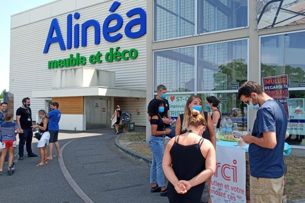 Les salariés d'Alinéa à Saint-Orens (Haute-Garonne) se mobilisent pour conserver leurs emplois.