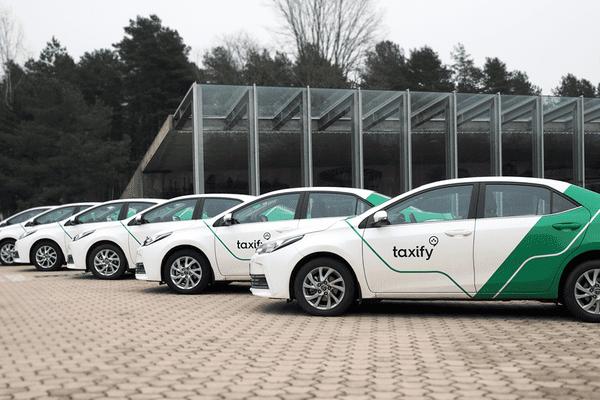Les véhicules de Taxify, à Tallinn en Estonie.