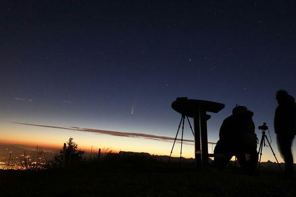 Un astronome amateur, installé au sommet du Semnoz, a capturé le passage de la comète Neowise.