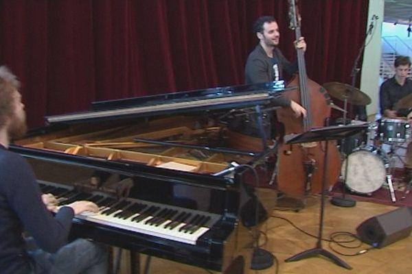 Gautier Toux trio sur la scène des Tremplins jazz - Festival Jazz or Jazz -  Orléans - 13  avril 2016