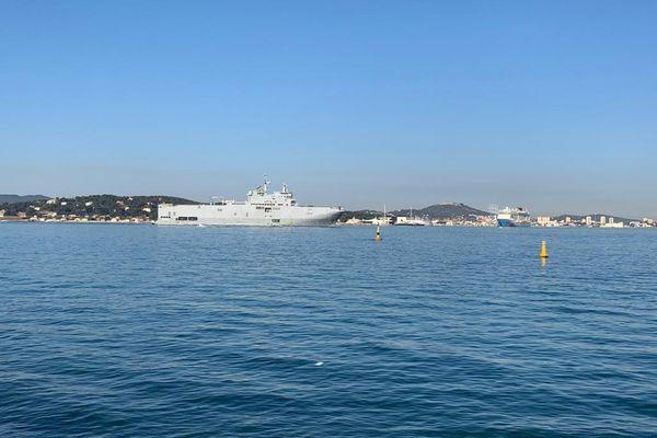 Toulon 9 heures, ce vendredi 23 avril, le Dixmude s'apprête à accoster.