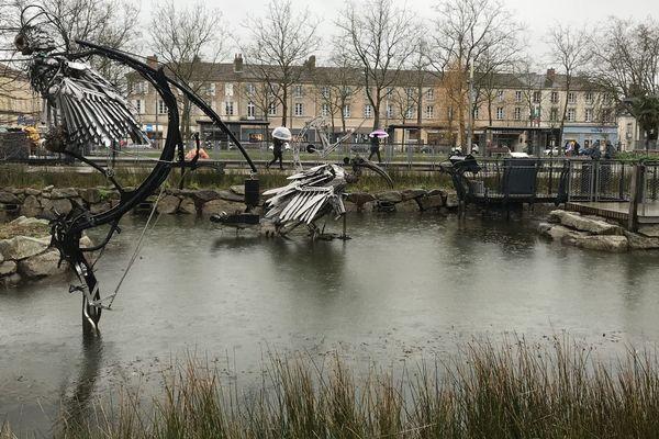 La place Napoléon de la Roche-sur-Yon sous la pluie