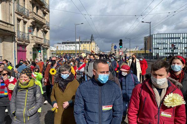 près de 400 personnes dans les rues de Nancy pour la marche fleurie du 14 mars