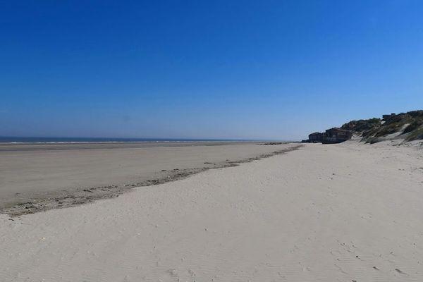 Interdiction générale de rouvrir les plages, mais les préfets, sur demande des maires, peuvent accorder des dérogations.