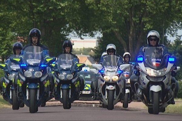 Les motards préparent soigneusement le retour du défilé à Caen.