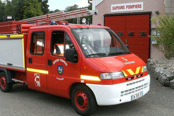 Le nouveau camion des sapeurs pompiers de Ligsdorf, fraîchement inauguré, tout beau tout neuf.