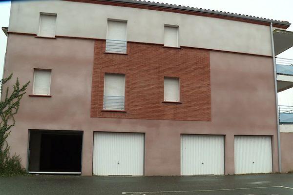 Sur les 45 logements de la résidence, 3 seulement sont loués. Les autres ont été squattés et dégradés.