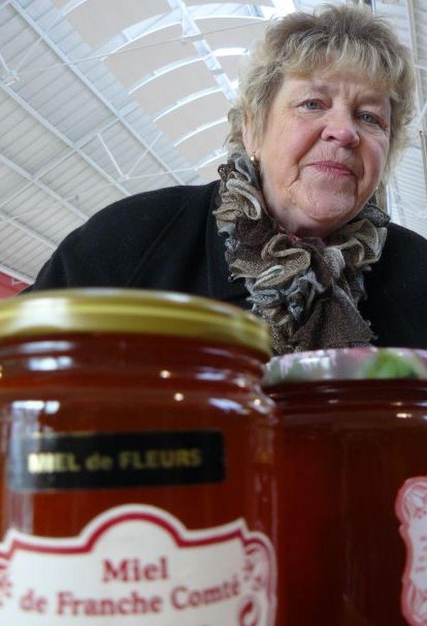 Michèle Guérard défend les abeilles, leur miel et la production apicole de qualité.