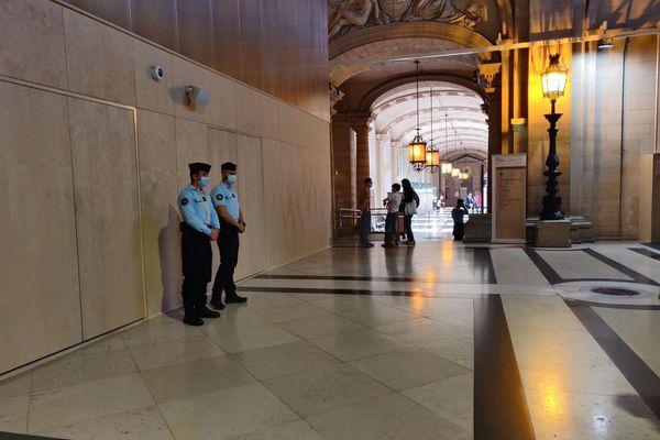 Le procès des attentats du 13-Novembre se déroule au sein du palais de justice historique de Paris, sur l'île de la Cité.