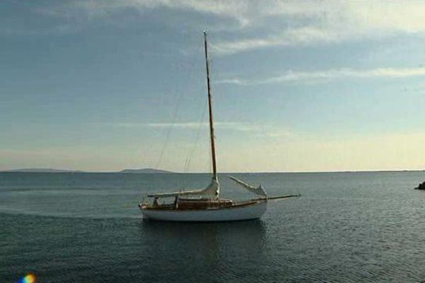 Othona, voilier presque centenaire, a été patiemment restauré par André Tobal à Marseillan (34) pendant prés de 5 ans. Aujourd'hui il navigue et a été classé bateau d'intérêt patrimonial.