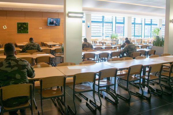 Le repas au mess du 126e RI de Brive en période de confinement