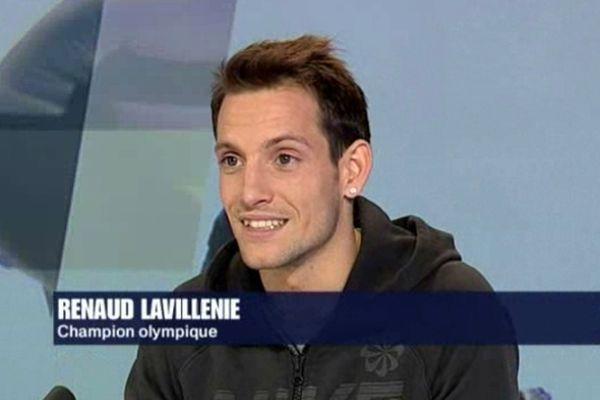 Renaud Lavillenie répond aux questions de Jean-Luc Roussilhe dans Match retour sur France3 Auvergne