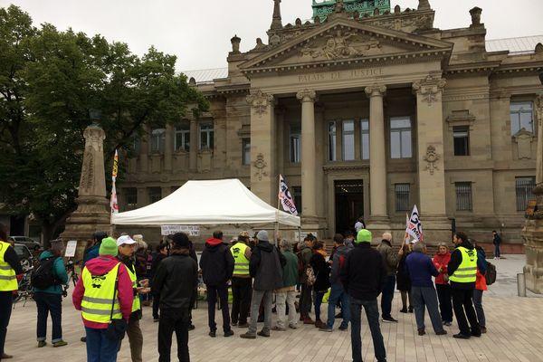 Petit-déjeuner de soutien à deux anti-GCO devant le tribunal d'instance de Strasbourg