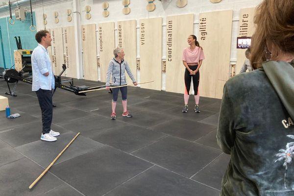 Théo Curin et Marine Lorphelin rencontraient Raymonde, à Vichy, samedi 15 mai. Cette dernière est championne de crossfit à 80 ans.