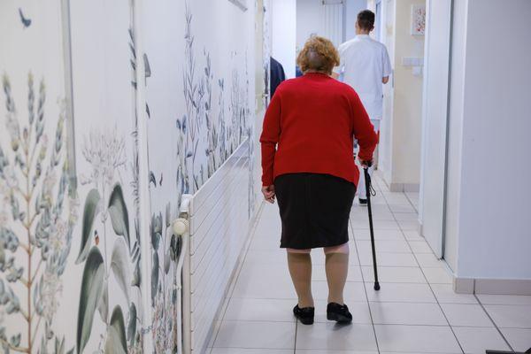 Dans un EHPAD. Dans les Landes, près de 4700 personnes âgées touchent l'APA dans les EHPAD.