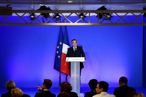 François Fillon lors de sa conférence de presse à son QG de campagne parisien, le 6 février 2017.