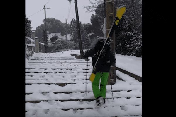 Direction le Mont Saint-Clair à Sète pour ce skieur mercredi 28 février 2018