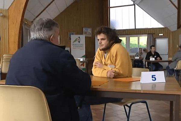L'agriculteur peut rencontrer de jeunes repreneurs