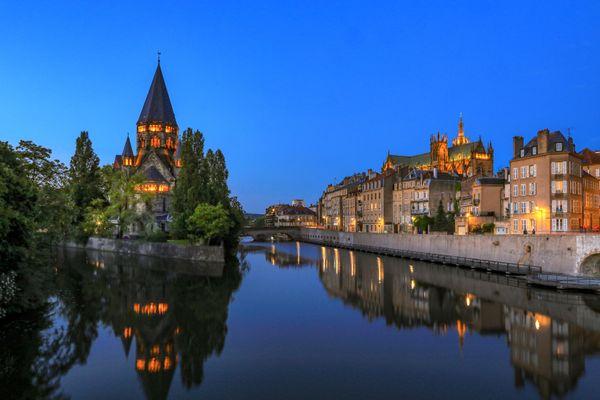 Le Temple neuf et la Cathédrale Saint Etienne, deux monuments visités par les touristes à Metz