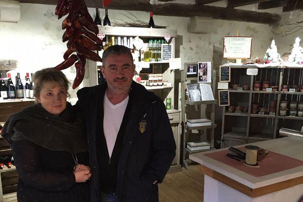 Depuis le vol, les rayons de la boutique de Thierry Paris et sa femme, située à Charroux dans l'Allier, sont vides.