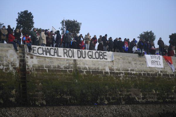 Le public en 2017 aux Sables-d'Olonne pour le retour en vainqueur d'Armel Le Cléac'h sera remplacé par une haie d'honneur en 2021en raison de la crise sanitaire
