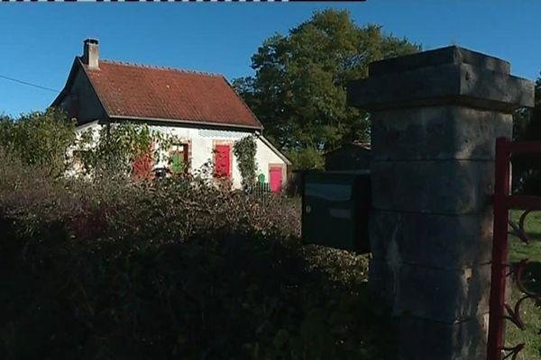 Le couple a été découvert dans sa petite maison.