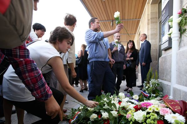 (archives 12 juillet 2014). Cérémonie de commémoration 1 an après la catastrophe ferroviaire de Brétigny.