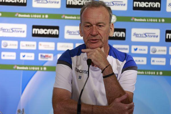 L'entraîneur de l'AJ Auxerre, Jean-Marc Furlan en conférence de presse, ce matin.