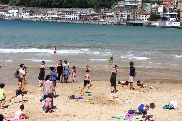 La plage de la concha à Saint-Sébastien, Pays basque espagnol le 3 mai, fin du confinement.