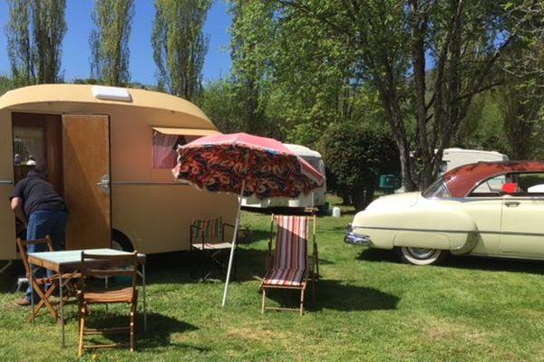 Une quarantaine de caravanes de collection, des années 40 aux années 80, ont investi le camping du Lac Chambon en Auvergne.