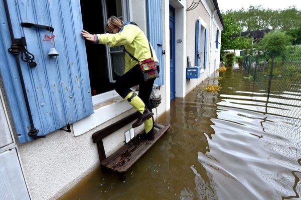 Le 3 juin 2016, la crue de l'Auron a provoqué le débordement du lac artificiel et d'autres rivières en aval, noyant de nombreuses habitations du centre-ville de Bourges.