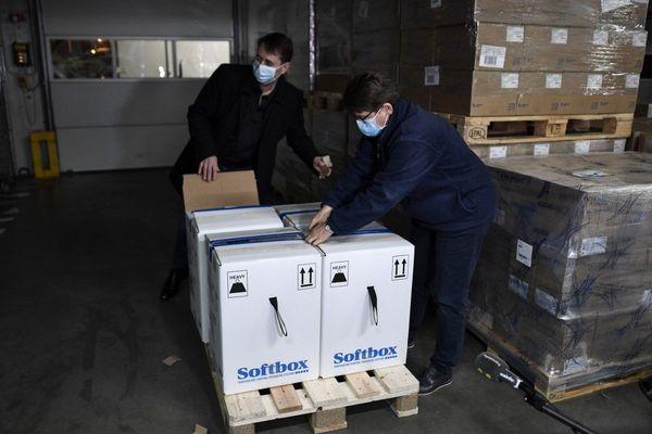 Les premières doses du vaccin contre la Covid-19 ont été livrées en France.