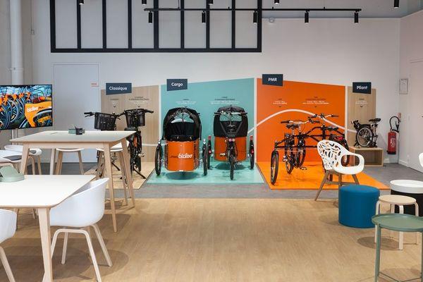 L'intérieur de la maison Bicloo, à Nantes, située au rez-de-chaussée du carré Feydeau, pour essayer toute la gamme des vélos en location longue durée.