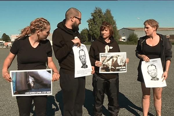 L'association 269 Libération Animale devant l'abattoir de la Cooperl à Lamballe (29)