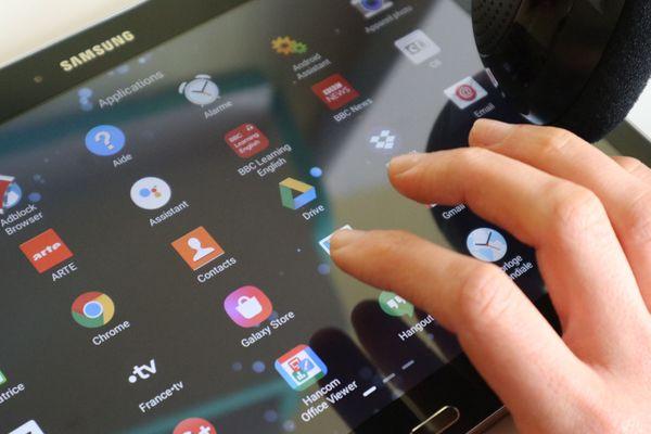 Sur ordinateur, smartphone ou tablette, la plateforme se présente sous la forme de trois catalogues de ressources numériques.