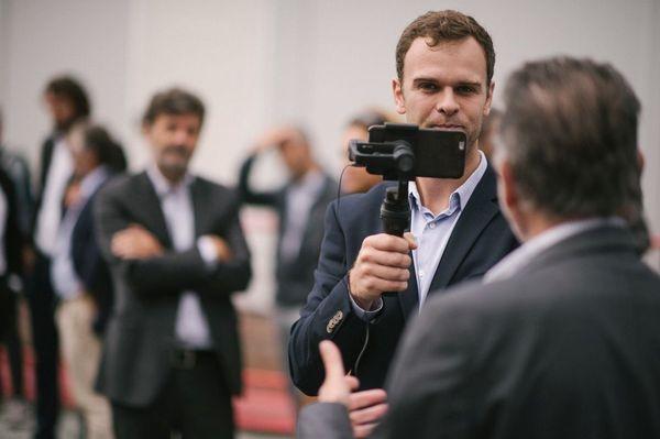 Olivier Couvreur, délégué numérique de France 3 Normandie, en direct vidéo sur Facebook
