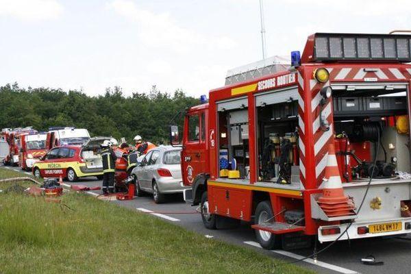 Les pompiers du Sdis 17 pendant une intervention sur un accident de la route
